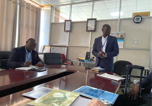 Besuch der Führungskräfte des Flughafens Entebbe